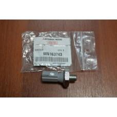 Датчик давления масла Лансер 9 2,0 / ASX 1.6 MN163743